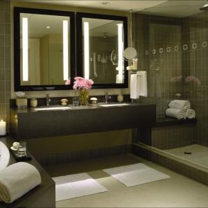 Popular-Lighted-Mirror-Design